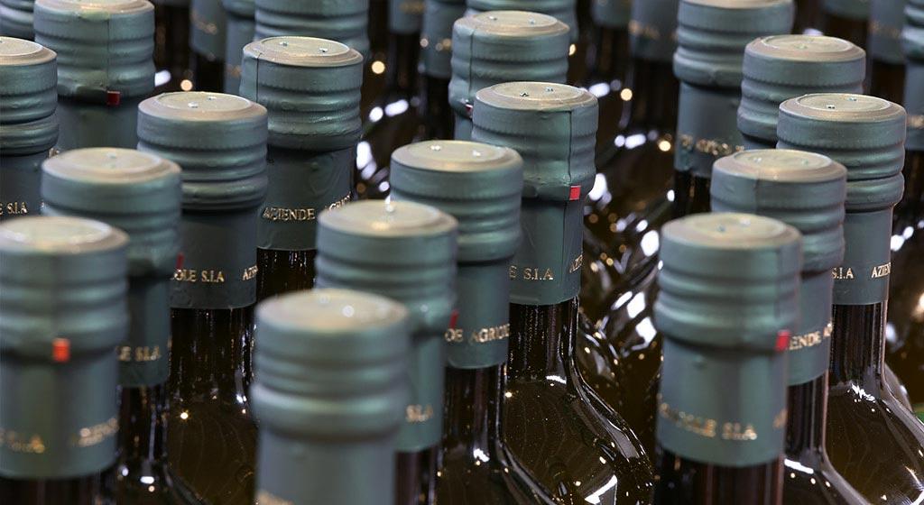 L'olio una volta prodotto viene imbottigliato per la vendita